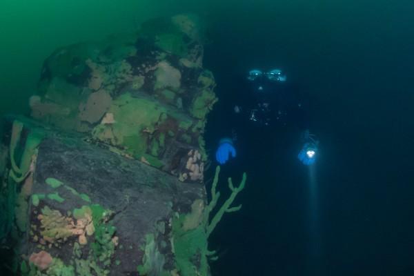 foto-taucher-unterwasserfotografie-baikalsee-baikalschwaemme-unterwasserlandschaft-7D83AB16F-8212-9907-A1BC-EE6F9F9B59BC.jpg