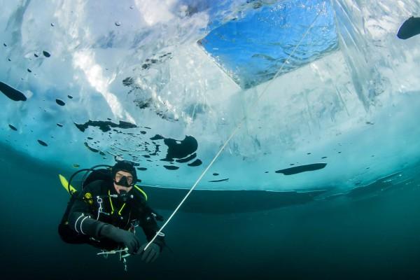 foto-taucher-unterwasserfotografie-baikalsee-eistauchen-blackice-februar110CCA51-78F9-7D06-54B9-4BBDBDA98825.jpg
