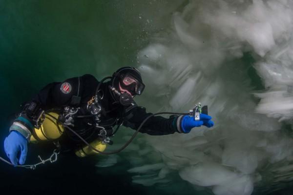 foto-taucher-unterwasserfotografie-baikalsee-olchon-eistauchen-februar9C8AF687-CAA9-81D4-AEBE-939AFA97BE6E.jpg