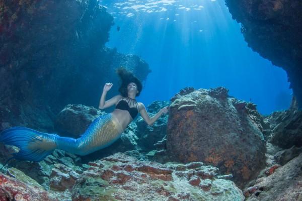 11-foto-taucher-unterwasserfotografie-hawaii-kona-lavagestein-lavaformation-mermaid-claudia-unterwasserlandschaft36B68AA7-595F-CD91-154C-3745AC6A50D8.jpg