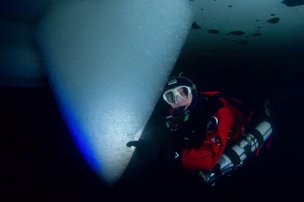 foto-taucher-fotografie-trockentauchanzug-kallweit-eistauchen-icediving596E02CA-BD73-7A16-579D-036EF663FBF9.jpg