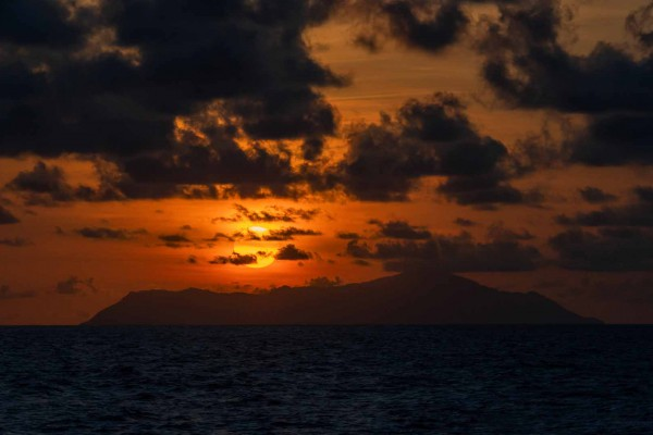 foto-taucher-fotografie-seychellen-sonnenuntergang-silhouetteCF2F7084-C50A-8104-1707-38B46BA295A2.jpg